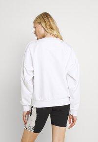 Karl Kani - SIGNATURE CREW - Sweatshirt - white - 2