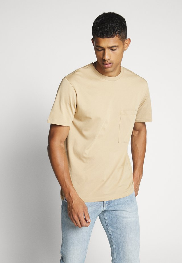 UNISEX POCKET - Basic T-shirt - desert sand