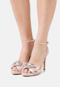 Lulipa London - JOJO - Korkeakorkoiset sandaalit - blush shimmer - 0