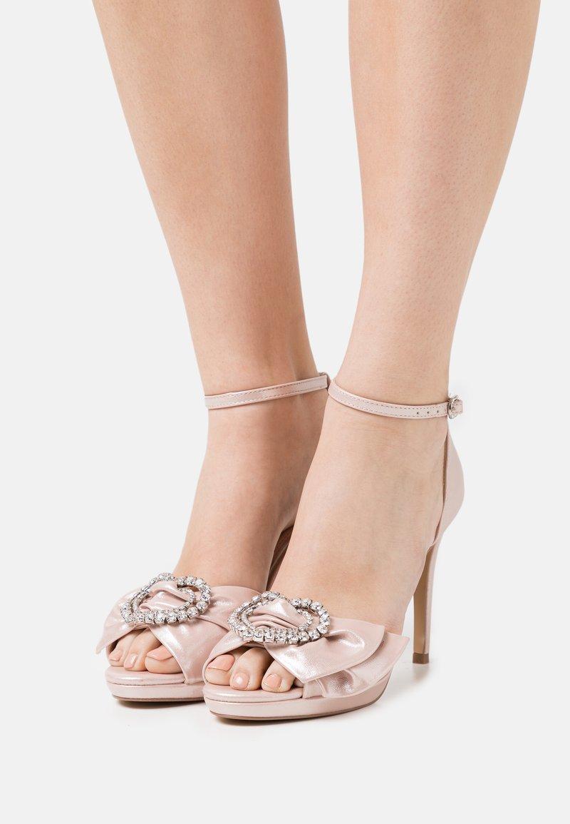 Lulipa London - JOJO - Korkeakorkoiset sandaalit - blush shimmer