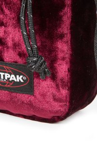 Eastpak - AUTHENTIC - Axelremsväska - merlot crushed - 4
