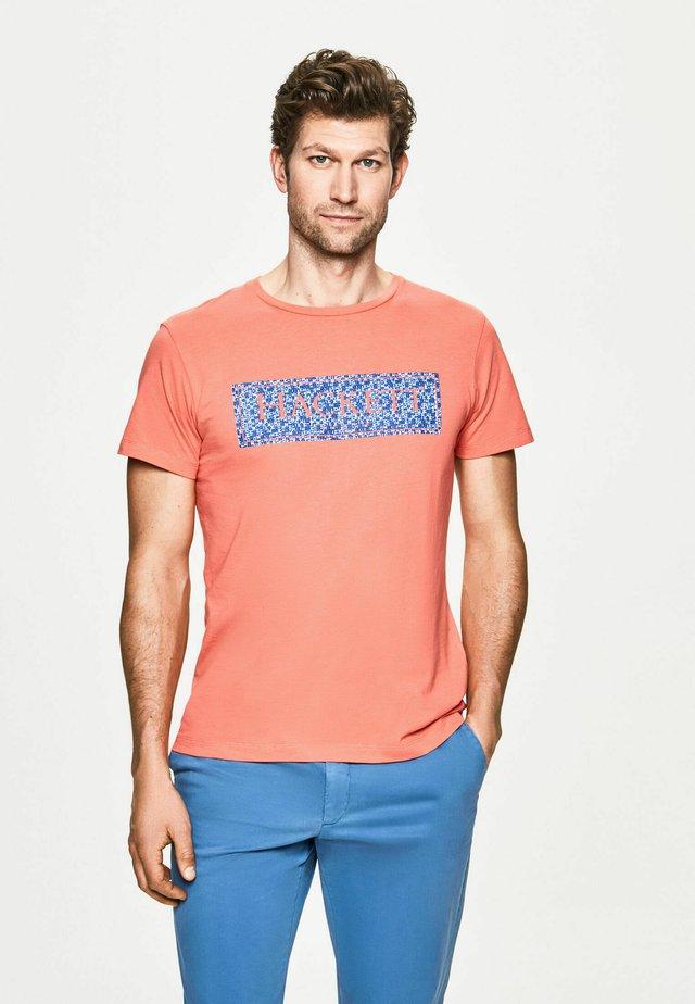 SWIM BOX - Camiseta estampada - coral
