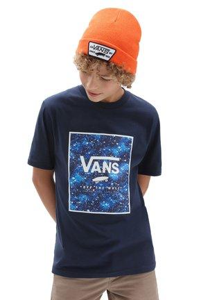 BY PRINT BOX BOYS - T-shirt con stampa - dress blues/galactic glow