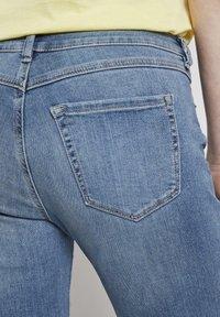 TOM TAILOR DENIM - JEANSHOSEN LYNN ANTIFIT JEANS MIT TUNNELZUG AM BUND - Slim fit jeans - light stone blue denim - 5