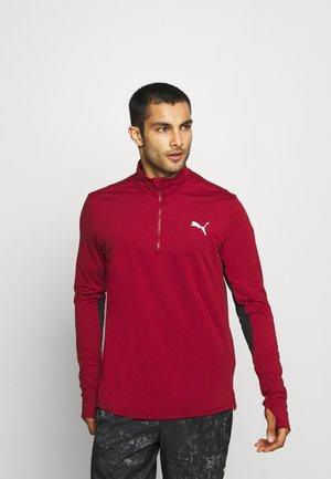 RUN FAVORITE 1/4 ZIP - Sports shirt - intense red/black