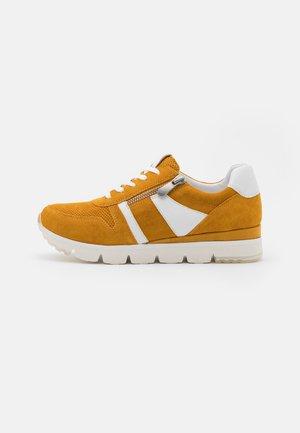 LACE-UP - Sneaker low - saffron