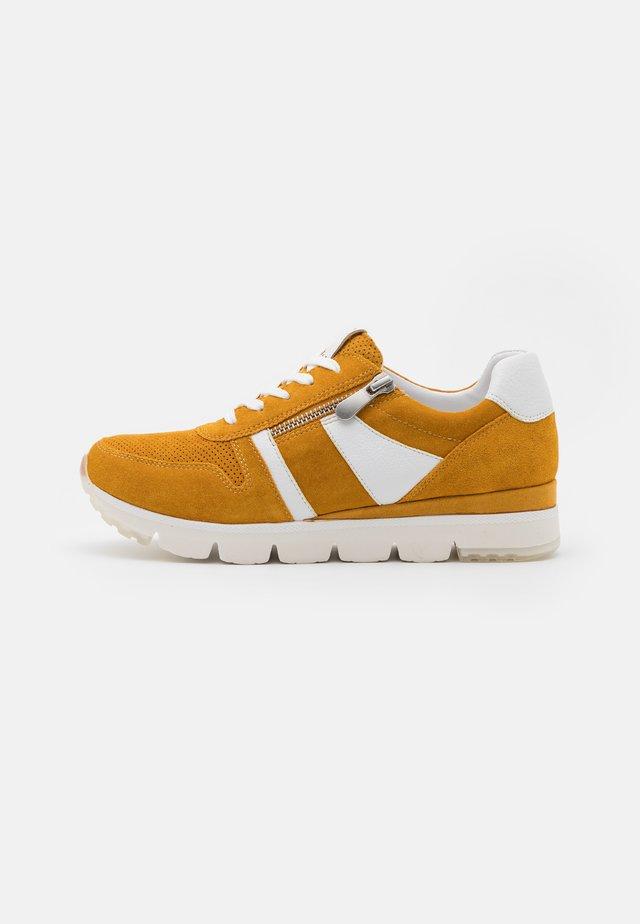 LACE-UP - Sneakers - saffron