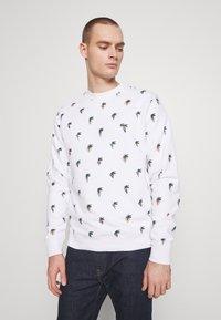 Lacoste - Unisex Lacoste x Jean-Michel Tixier Print Sweatshirt - Sweatshirt - blanc - 0