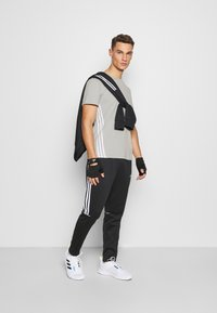adidas Performance - PRIMEGREEN TRAINING SPORTS SHORT SLEEVE TEE - Print T-shirt - metal grey - 1