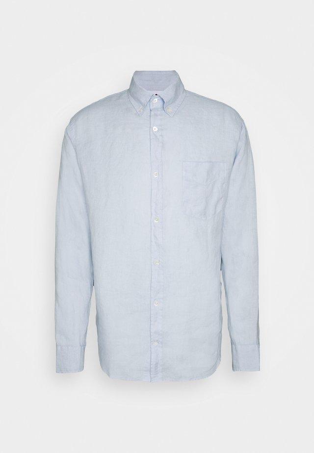 LEVON SHIRT - Vapaa-ajan kauluspaita - light blue