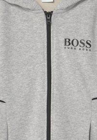 BOSS Kidswear - Zip-up hoodie - chine grey - 2