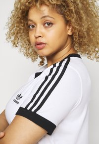 adidas Originals - TEE - Print T-shirt - white/black - 4