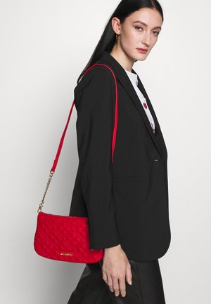 QUILTED CHAIN LOGO FLAP - Across body bag - rosso