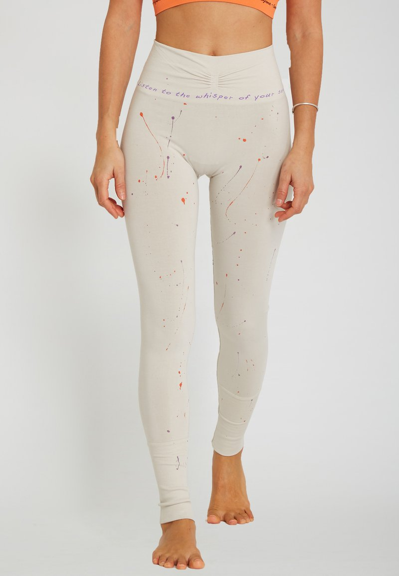 Yogasearcher - TARASANA - Legging - cream