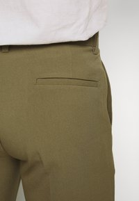 Lindbergh - CLUB PANTS - Pantaloni - light army - 5