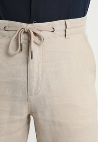 Lindbergh - PANTS - Trousers - sand - 3
