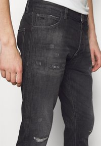 Emporio Armani - POCKETS PANT - Slim fit jeans - anthracite - 4