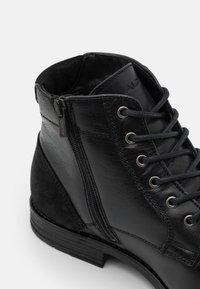 ALDO - OLIELLE - Šněrovací kotníkové boty - black - 5