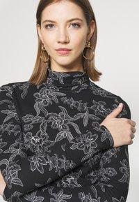 Vero Moda - VMFEABI - Langærmede T-shirts - black/filip - 5