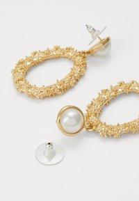 SNÖ of Sweden - LIGHT PENDANT - Earrings - gold-coloured/white - 1