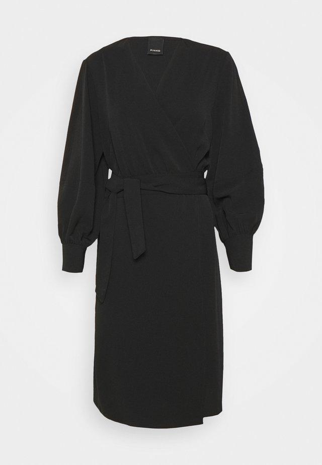 ERIN ABITO TECNICO FLUIDO - Korte jurk - black