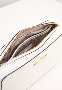 MICHAEL Michael Kors - JET SET TRAVEL CROSSBODY - Across body bag - optic white - 5