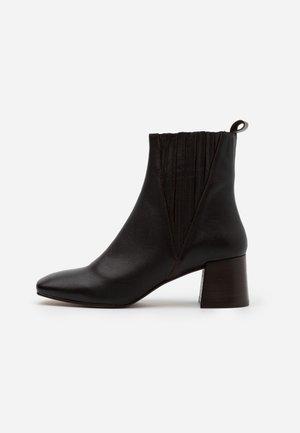 ALANIS - Kotníkové boty - marron