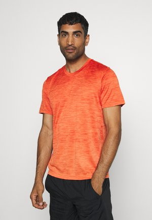 GRADIENT TEE - Basic T-shirt - glamme