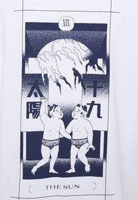 Edwin - TAROT DECK UNISEX - Print T-shirt - white - 5