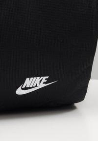 Nike Sportswear - HERITAGE DUFFLE  - Sports bag - black/black/white - 3