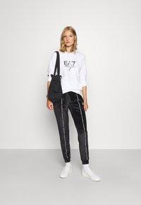 EA7 Emporio Armani - Sweatshirt - white/black - 1