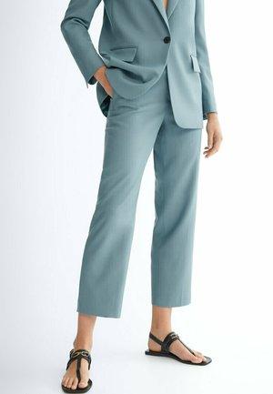 ZIGARETTEN MIT HAHNENTRITTMUSTER  - Spodnie materiałowe - light blue