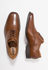 Clarks - TILDEN WALK - Business sko - dark tan