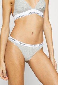 Calvin Klein Underwear - THONG 3 PACK - Tanga - loyal/feederstripeblack/greyheather - 1
