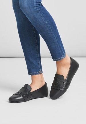 Slip-ons - all black