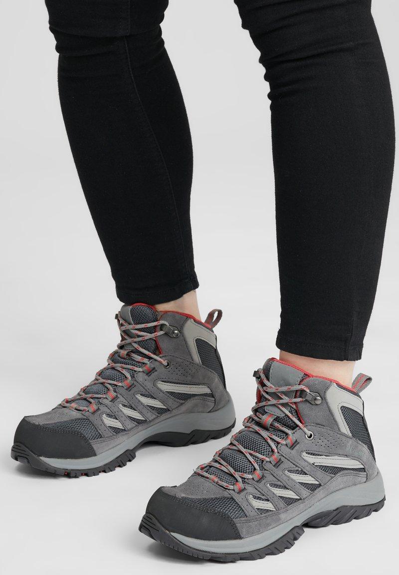 Columbia - MID CRESTWOOD™ MID WATERPROOF - Walking trainers - graphite, daredevil