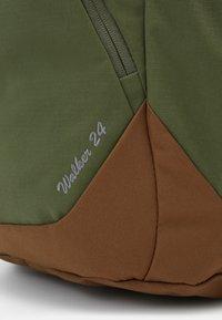 Deuter - WALKER UNISEX - Turistický batoh - khaki/lion - 4