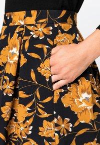 HALLHUBER - MIT BLUMENDRUCK - A-line skirt - black - 2