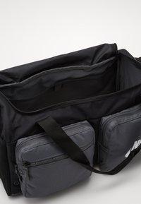 Nike Sportswear - FUTURE PRO DUFF - Bolsa de deporte - black/iron grey/white - 4