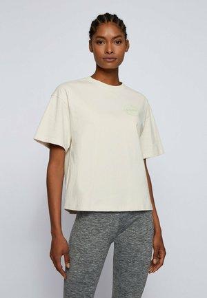 EVINA - Basic T-shirt - natural