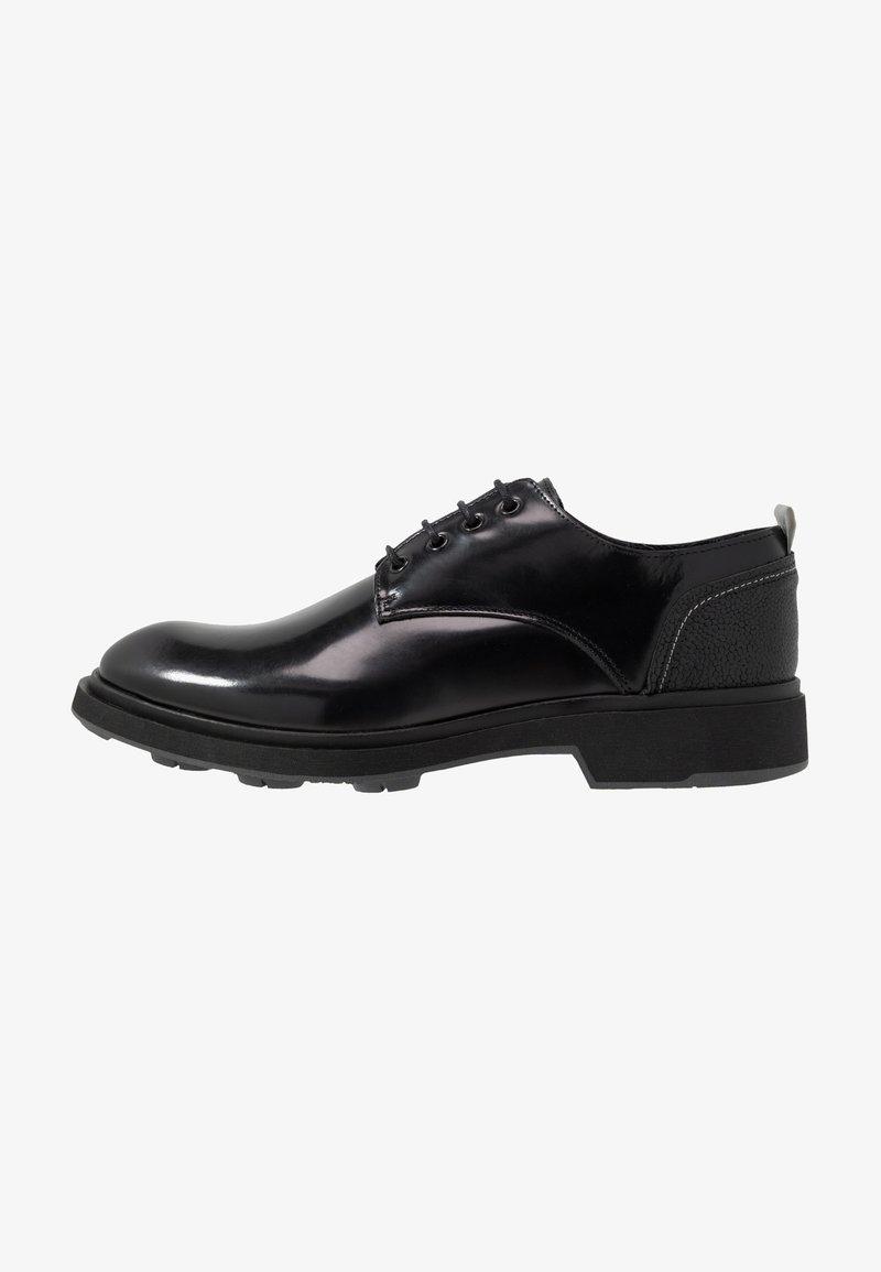 Society - CHARLIE 4 EYE DERBY - Šněrovací boty - black polido
