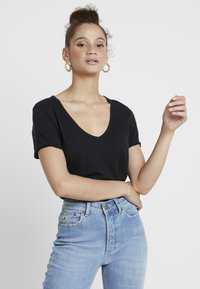 Abercrombie & Fitch - SOFT TEE - Basic T-shirt - black - 0