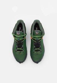 Salewa - ULTRA FLEX 2 MID GTX - Chaussures de marche - raw green/pale frog - 3