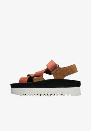 RANGER  - Sandalias con plataforma - brown