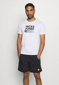 Jack & Jones - JCOZ SPORT LOGO TEE 2 PACK - T-Shirt print - black/white - 1