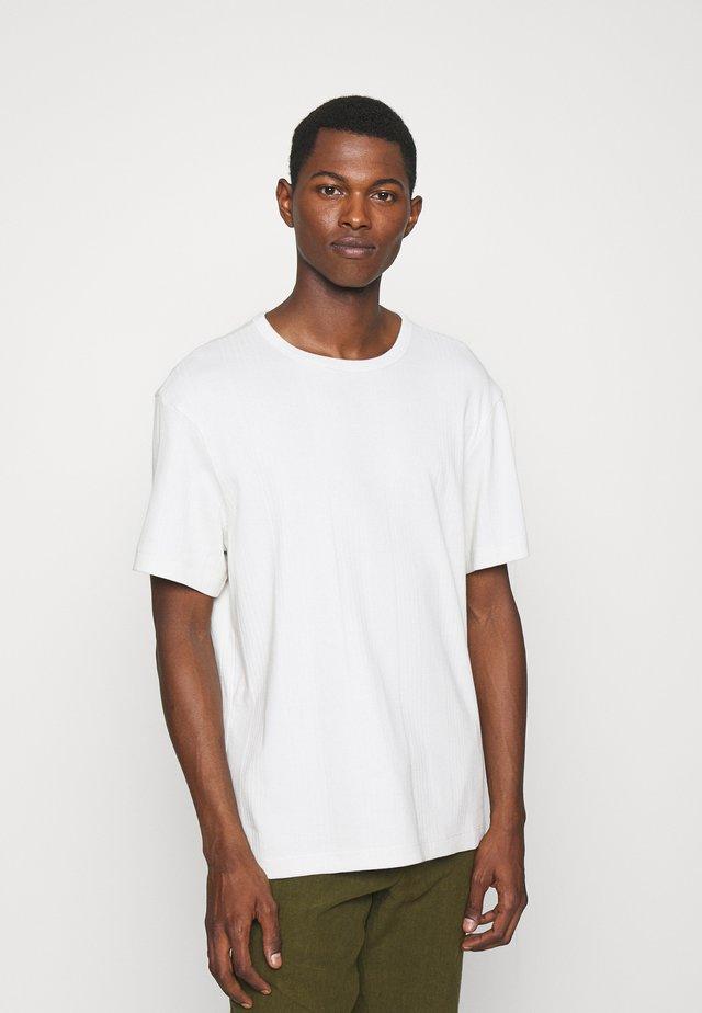 TEE - Basic T-shirt - cream