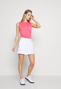 Callaway - TUMMY CONTROL SKORT - Sportovní sukně - bright white - 1