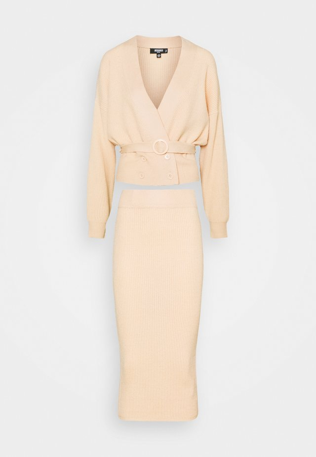 DOUBLE BREASTED CARDIGAN AND RIBBED MIDI SKIRT SET - Kardigan - beige