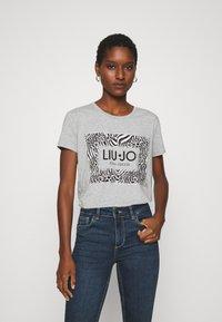 Liu Jo Jeans - MODA - T-shirt print - grigio melange - 0