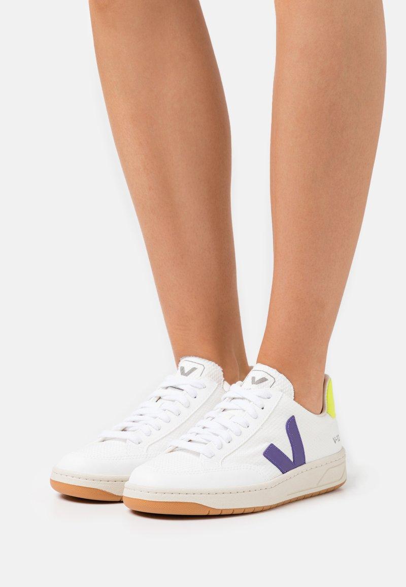 Veja - VEGAN V-12 - Trainers - white/purple/jaune fluo